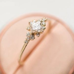 Beautiful gold ring with multiple cz diamonds